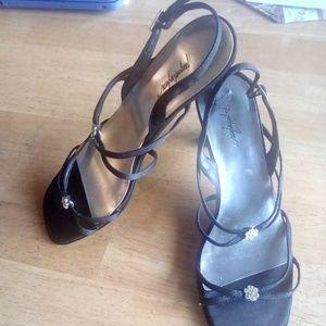 Women's Jacqueline Ferrar Black heel sandals/shoes